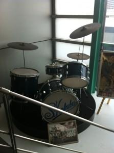 「嵐を呼ぶ男」ドラムセット